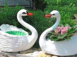 Бабушка научила меня делать садовых лебедей. Вы никогда не угадаете, из чего!