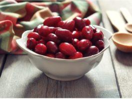 Всего семь ягод кизила спасут ноги от вздутия вен и отечности, если съедать их вместе с косточками