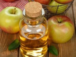 Просто опустите ноги в яблочный уксус — и болезни уйдут. Врачи сами в шоке